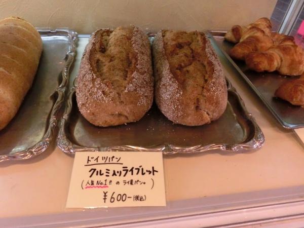 一番人気はクルミ入りライブレッド。ドイツパンにクルミのアクセントが楽しい一品
