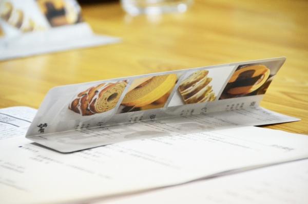 一つ一つに思い入れのある商品がパンフレットに丁寧に並びます。