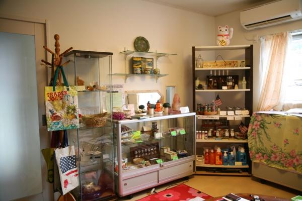 ハーバルを受けた後に楽しめるショッピングスペースでは、安心して使用できる洗剤など、体のことを考えた商品をご提供